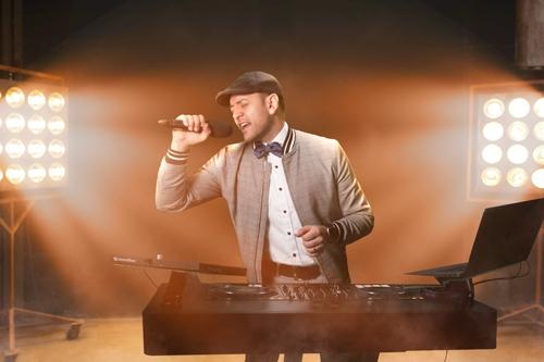 DJ MarcK singt